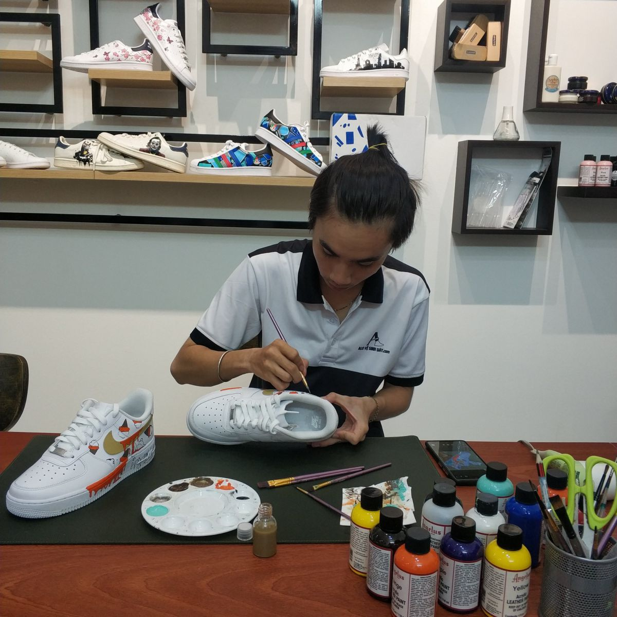 custom sneaker -alo vệ sinh giày,